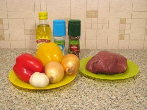 Говядина, жаренная с болгарским перцем. Ингредиенты