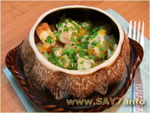 Горшочки с капустой, картофелем и куриным филе