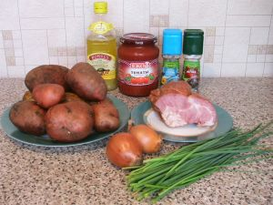 Картофель, тушенный с копченым мясом. Ингредиенты