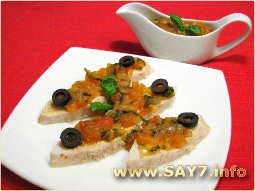 Куриное филе под томатным соусом с базиликом