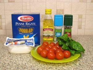 Макароны c помидорами, моцареллой и базиликом. Ингредиенты
