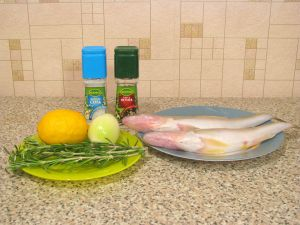 Рыба с розмарином, запеченная в фольге. Ингредиенты